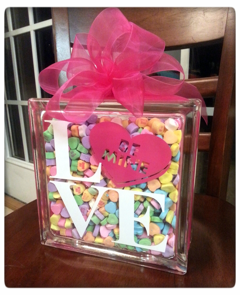 DIY Sweetheart Glass Block Tutorial {with FREE CUT FILE}